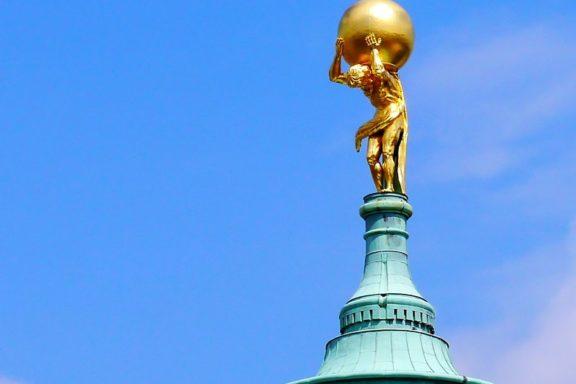 Atlas Statue in Potsdam symbolisiert den Status Quo der deutschen Nation.